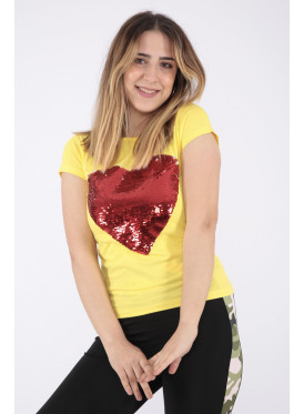 Elegant yellow T-shirt with sequin heart print