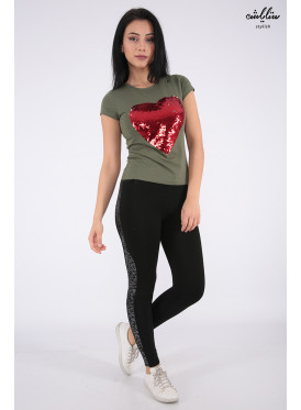 Stylish T-shirt in oily color with sequin heart print