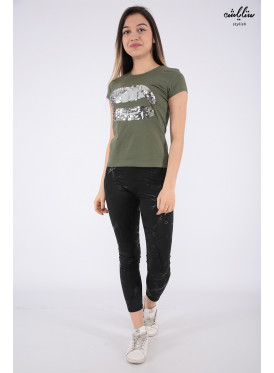Elegant oil-colored T-shirts with outstanding details for a beautiful view