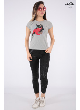 Elegant grey T-shirt with a nice cat-shaped detail for a beautiful view