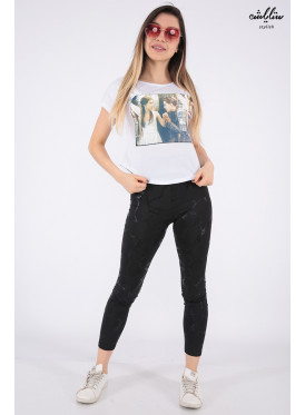 Elegant white T-shirt with nice print for beautiful view