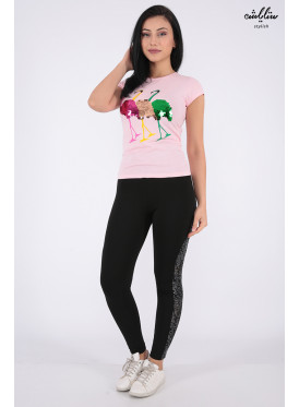 Elegant pink T-shirt with outstanding details for a beautiful view