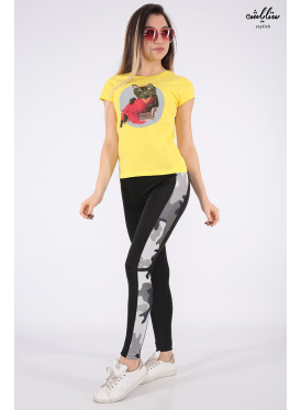 Elegant yellow T-shirt in a cute cat-shaped detail for a beautiful view