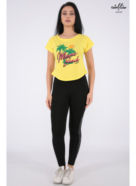Elegant yellow T-shirt with nice writing for beautiful view