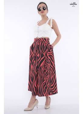 Chic red wavy skirt in black with soft breaks
