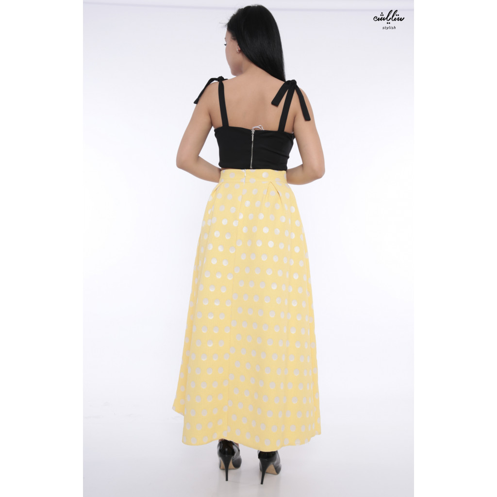 Wide chic skirt in yellow dotted white attractive heroine