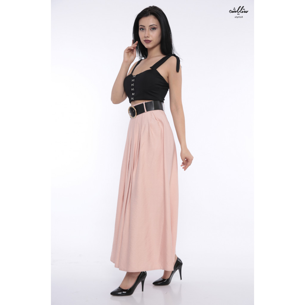 Elegant pink skirt decorated with a stylish belt that gives an attractive look