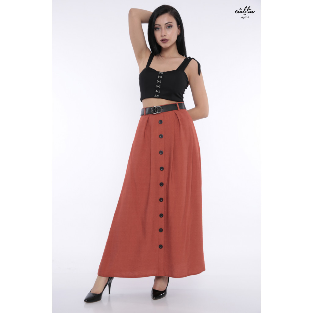 Elegant white skirt with stylish buttons and belt