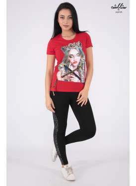 Elegant red T-shirt with nice prints and pearl beads for beautiful view