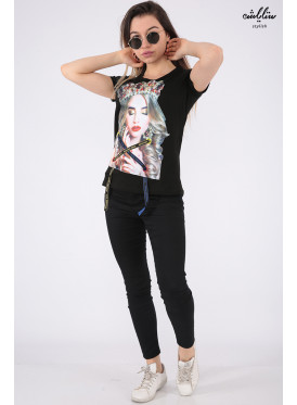 Elegant black T-shirt with nice prints and pearl beads for beautiful view