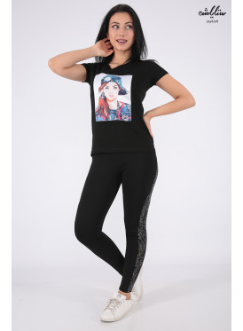 Soft black T-shirt decorated with crystal and salient details