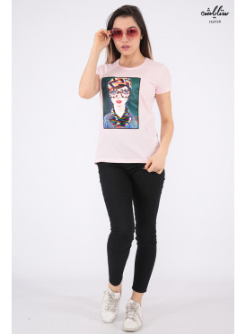Elegant pink T-shirt embellished with pearls, sequins and highlights