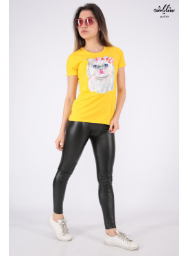 Elegant yellow T-shirt in the form of a cute cat with pearls and a beautiful view