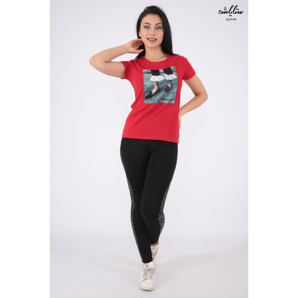 Elegant red T-shirts with outstanding details for a beautiful view