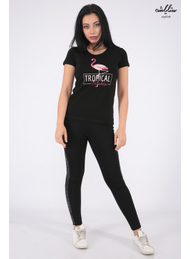 Elegant black T-shirt with outstanding details and flamenco prints for a beautiful view