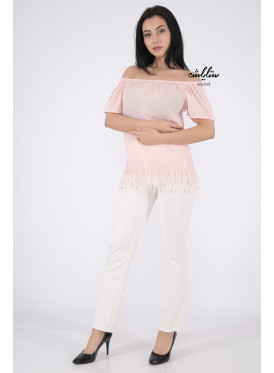 Soft pink blouse with sleeves of schulder decorated with edges