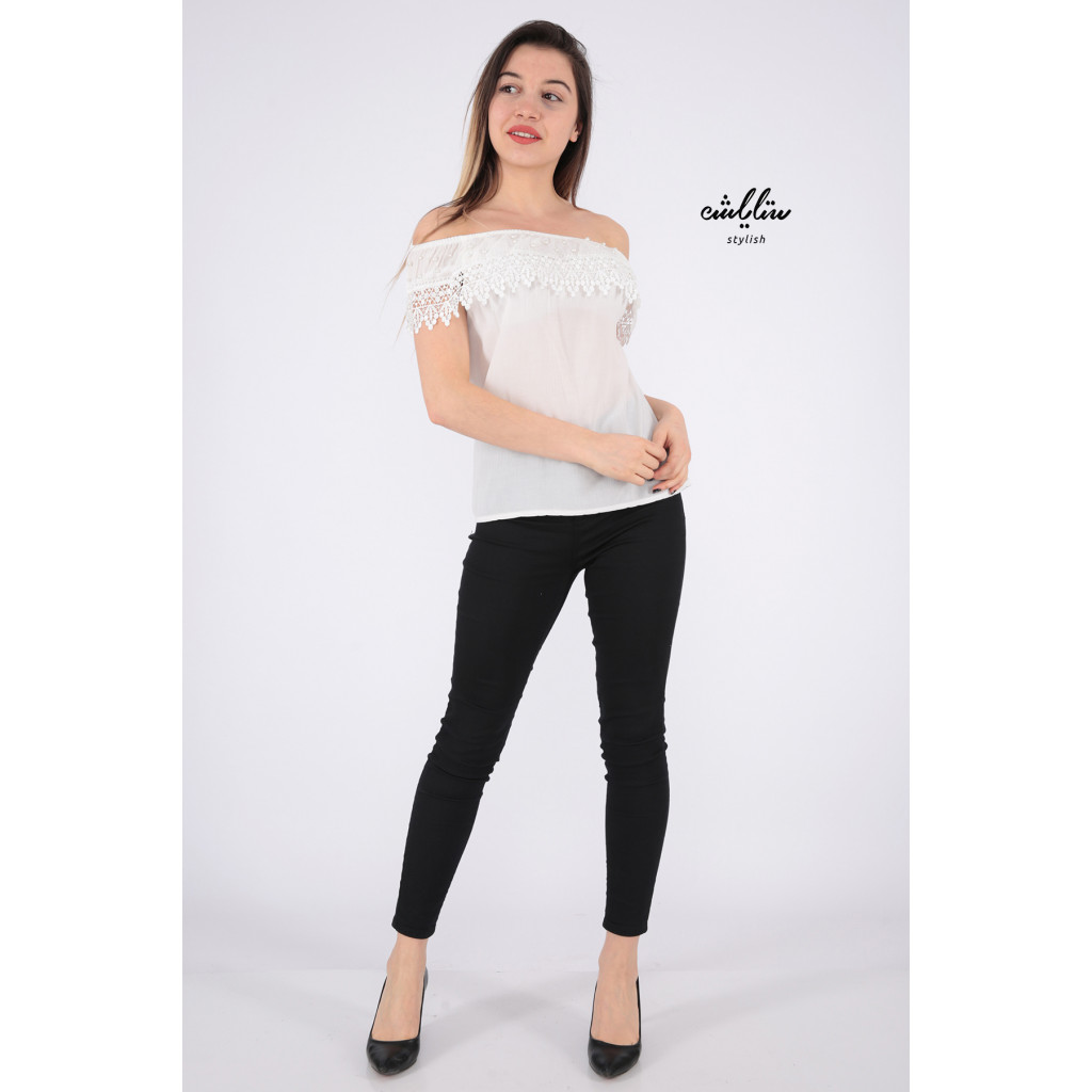 Elegant white blouse decorated with a style that increases your elegance