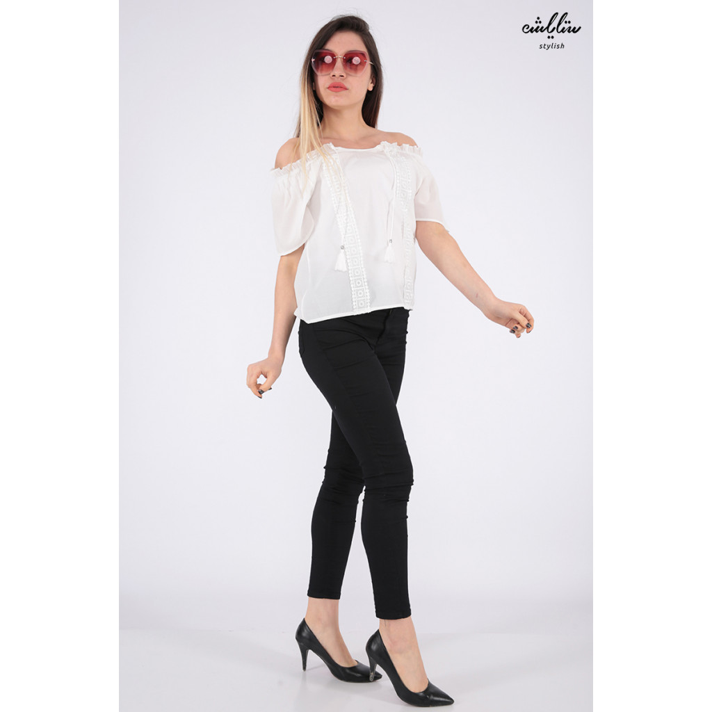 Elegant white backless blouse decorated with lace
