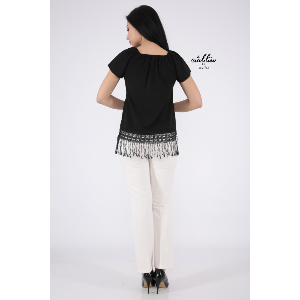 Soft blouse in black with sleeves of schulder decorated with edges