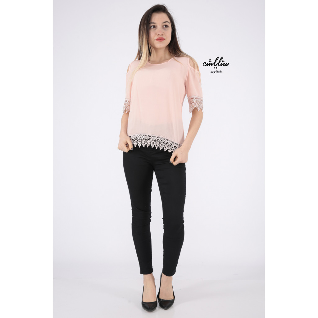 Soft pink blouse in the shoulder with lace edges