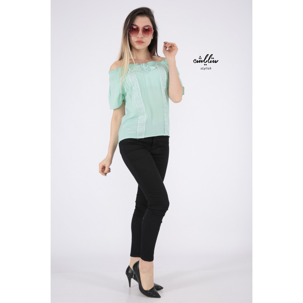 Elegant green light backless blouse decorated with lace