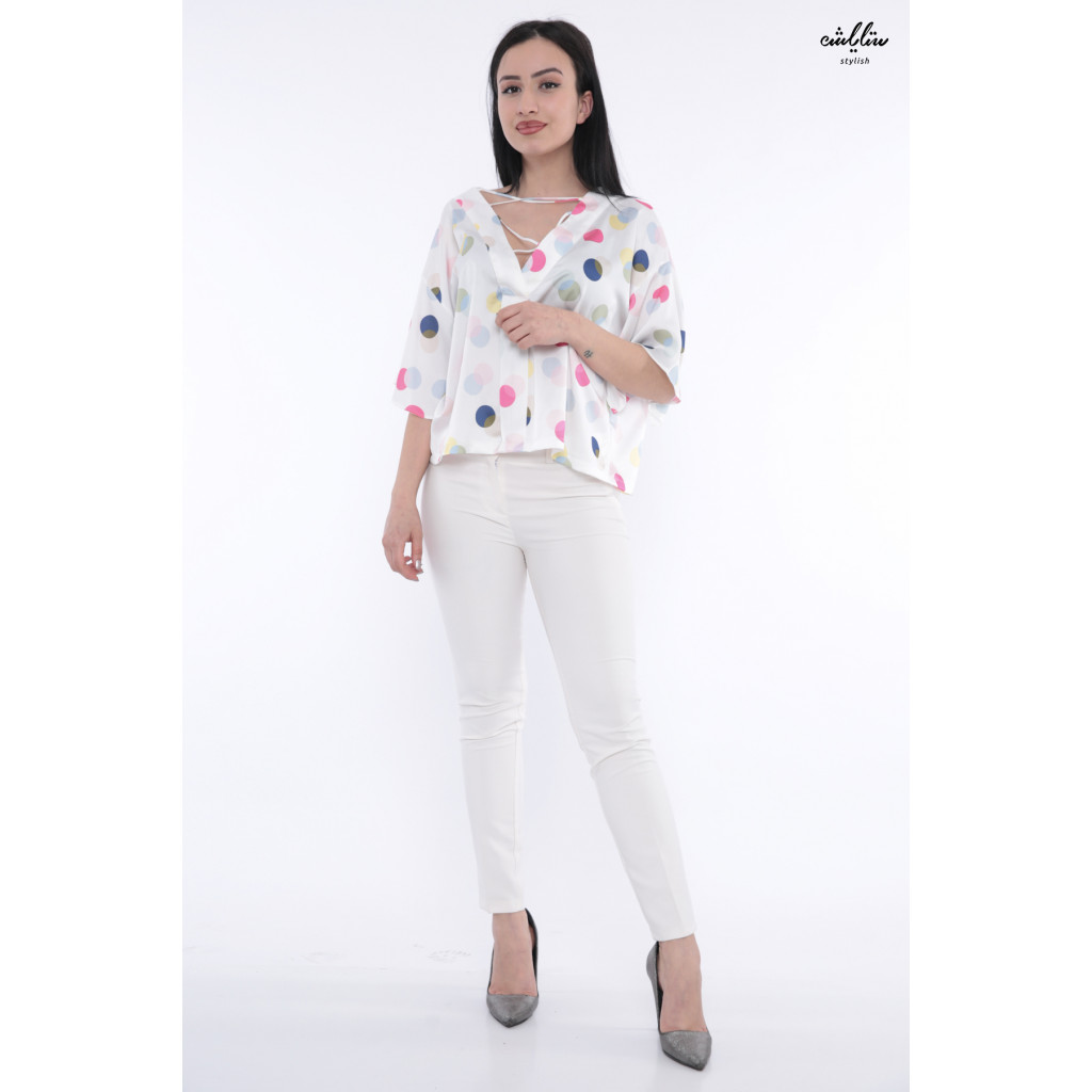 Stylish blouse in harmonious colors and two ways to wear it