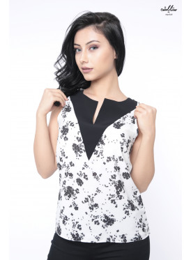 Elegant backless floral design blouse decorated with lace