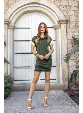 A feminine summer dress with oily color, attractive, smooth and comfortable