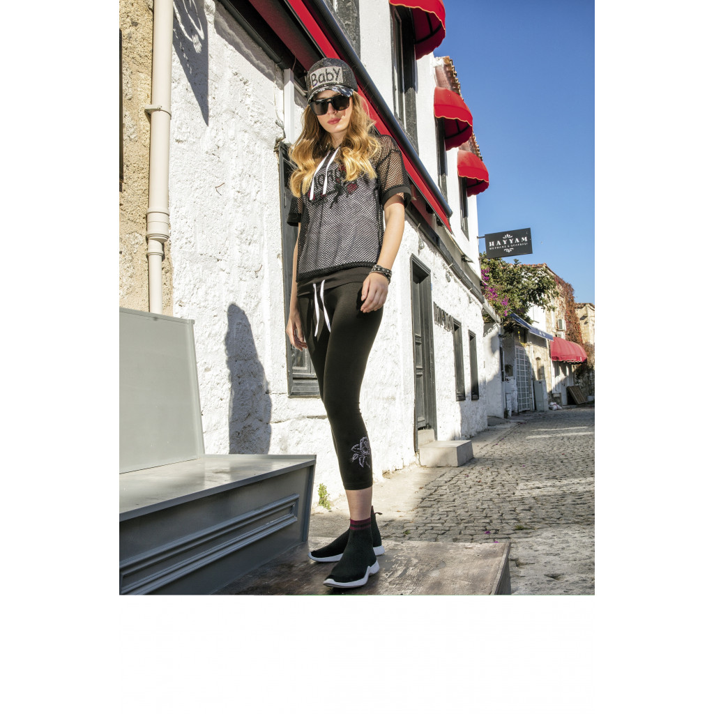 A three-piece practical sporty set for a and trendy look