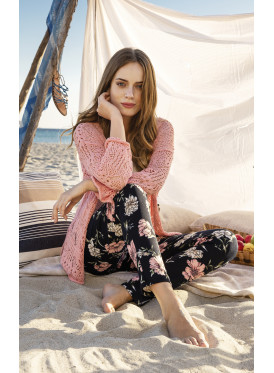 The enchanting style of this elegant three-piece set with a knitted summer jacket and timberland pants