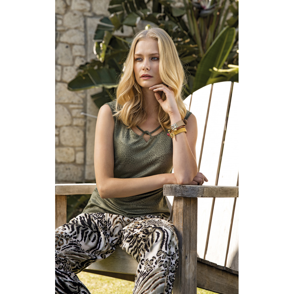 A stylish set of two pieces of oil and leopard leather trousers with a soft and comfortable touch