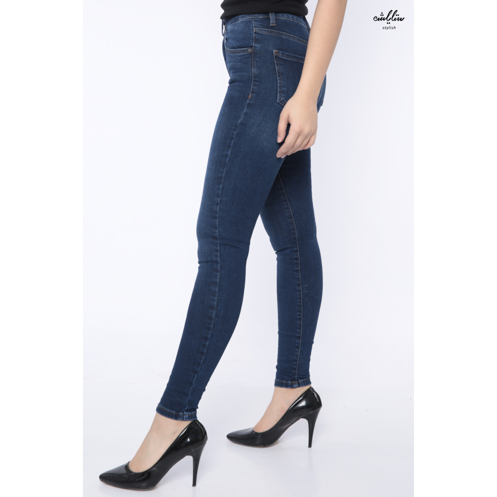 Skinny and classy jeans pants