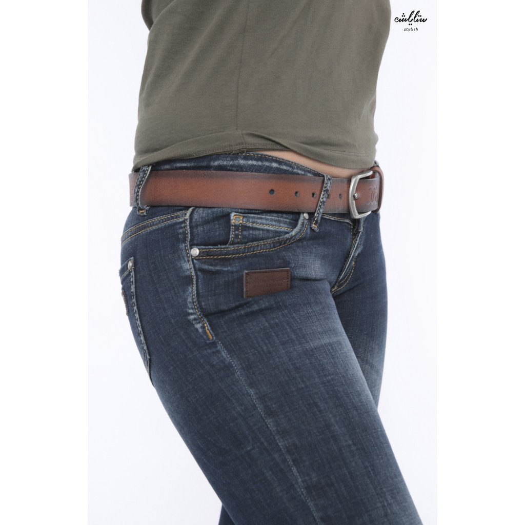 Dark casual jeans with leather strap that adds elegance