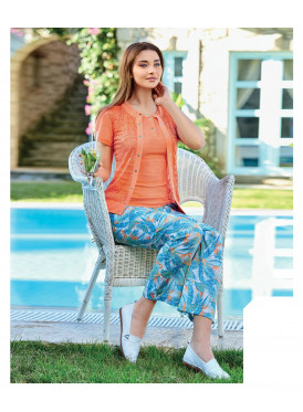 Stylish set of three pieces with luxurious material and a soft and comfortable texture on the skin