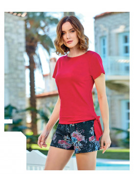 Red and black short set with roses is very soft and elegant