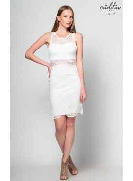 Elegant short sleeve white dress with an attractive touch
