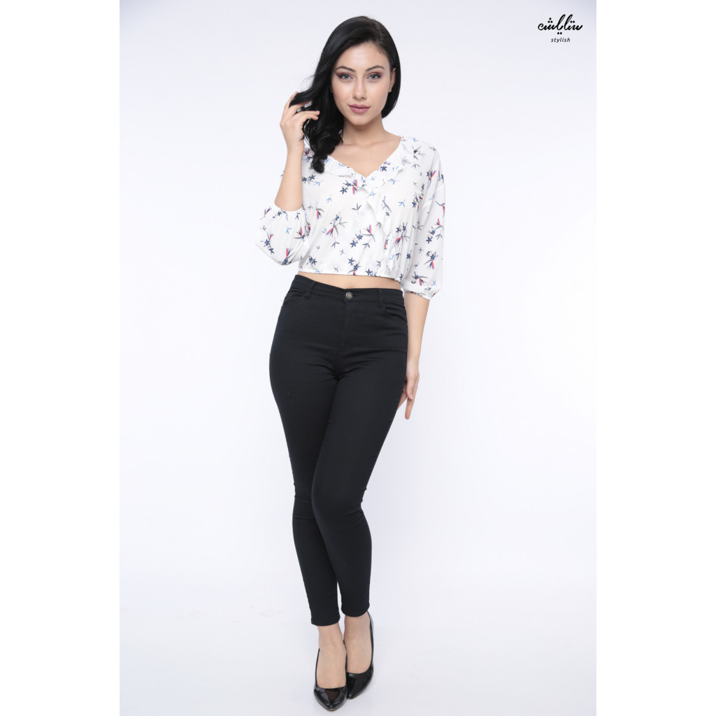 Soft short blouse with medium length give an appealing touch