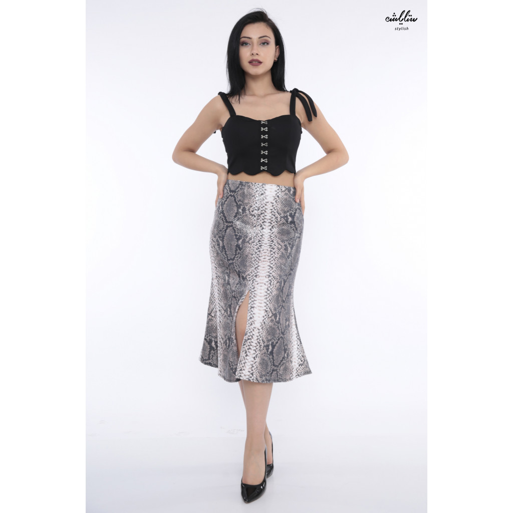 Stylish skirt of sequin design leather wide from the bottom lends an attractive look