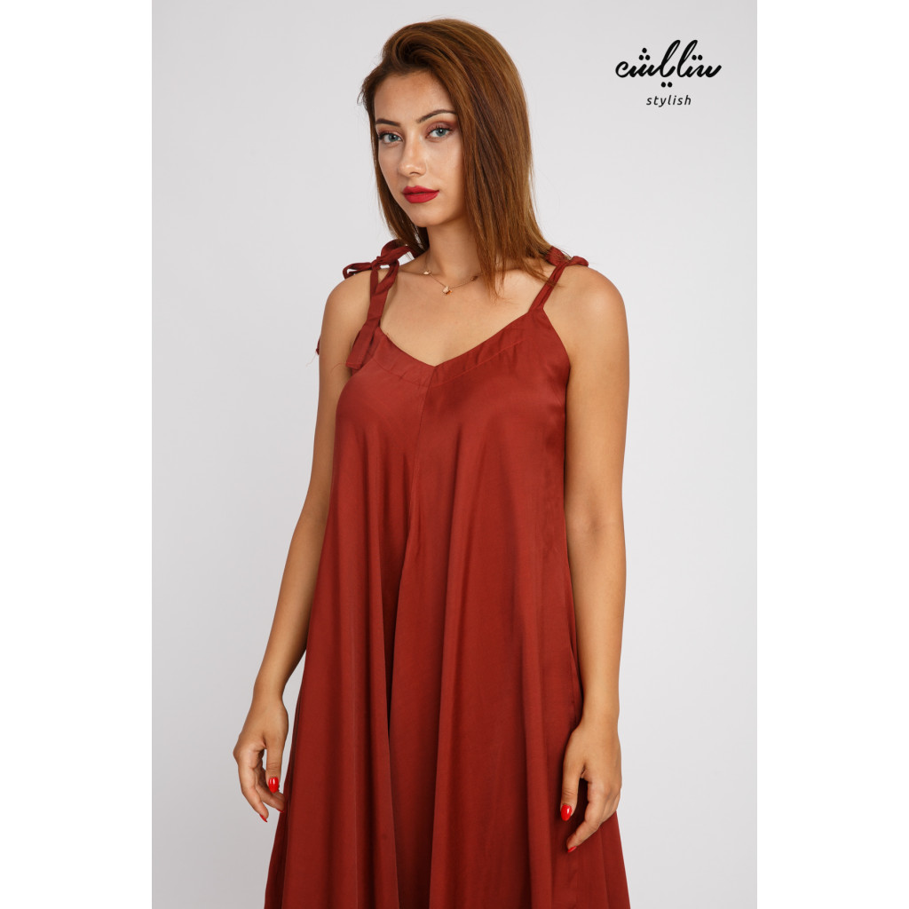Wide and elegant jumpsuite , bare-shouldered, comfortable and practical
