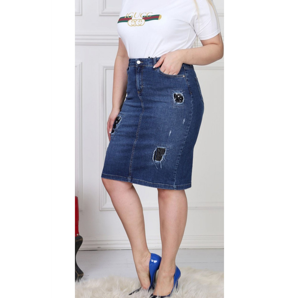 Short jeans skirt decorated with soft embroidery