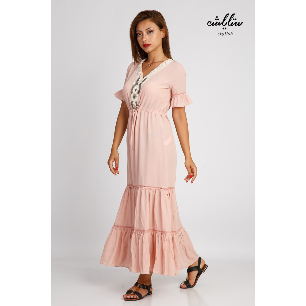 Pink maxi dress decorated with soft plungs and a strap on the waist, practical and comfortable