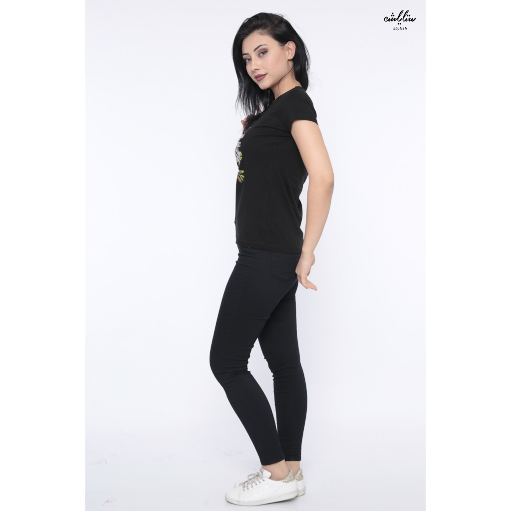 Soft black T-shirt decorated with elegant writing with roses in a comfortable design