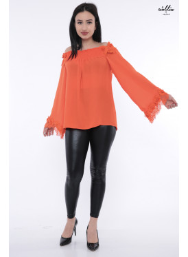 Stylish blouse in orange with sleeves of schulder soft lace