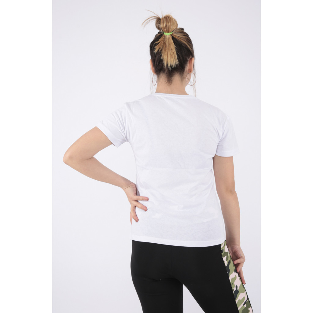 Elegant white T-shirt with a touch of sequins