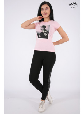 Cute pink T-shirt embellished with a touch of pearls