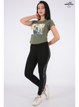 Elegant oil-colored T-shirts with nice prints