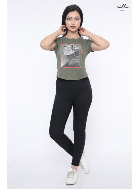 Trendy T-shirt in oil with soft print decorated with crystal