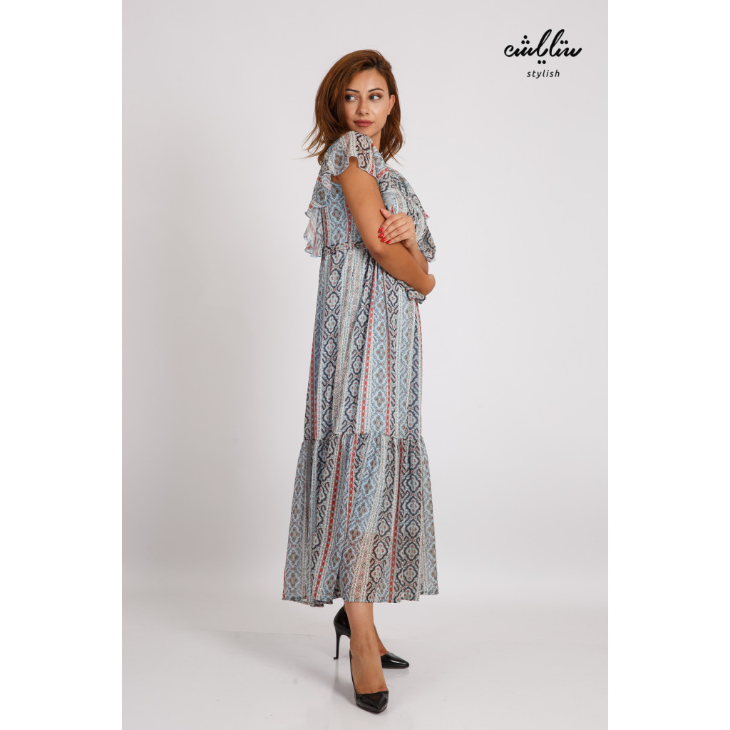A sky-high maxi dress with beautiful short sleeves and a soft and elegant design