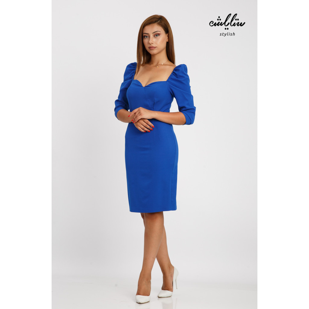 Short blue dress and sleeves in the design of the pov reflecting elegant elegance