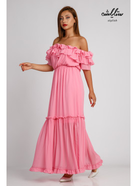 Pink maxi dress and of schulder sleeves in a soft design and stunning look